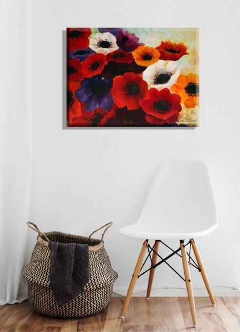 ציור כלניות צבעוניות מעל כסא לבן.
